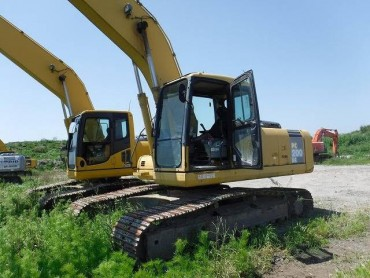 Komatsu PC200LC-7 , Serial No : 255300 , Year : 2005 , Hours : 8580 , HAKATA Port .